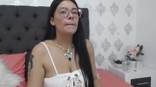 Emily-Boobs naked on cam for live porn video chat